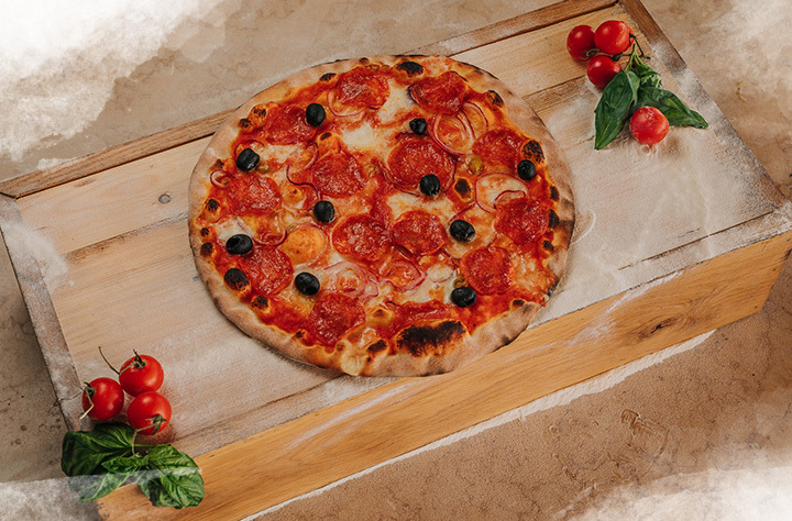 Pizza iz peći na drva u restoranu Bevanda Tivat